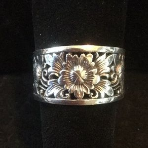 Exquisite Sterling Silver Artistic Ring